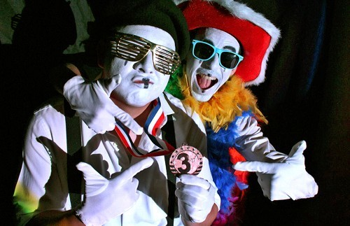 BruNO and IOUle, two mimes on a quest for fame